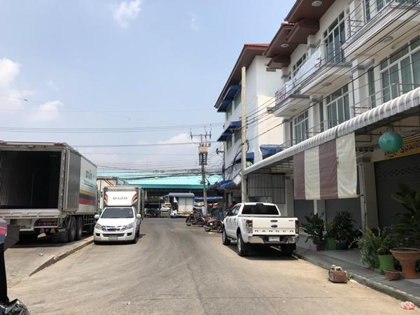 อาคารพาณิชย์สร้างใหม่ 3ชั้น จ.สิงห์บุรี อยู่ใน อ.เมือง ใกล้ตลาด และชุมชน ตรงข้ามตลาดปลา