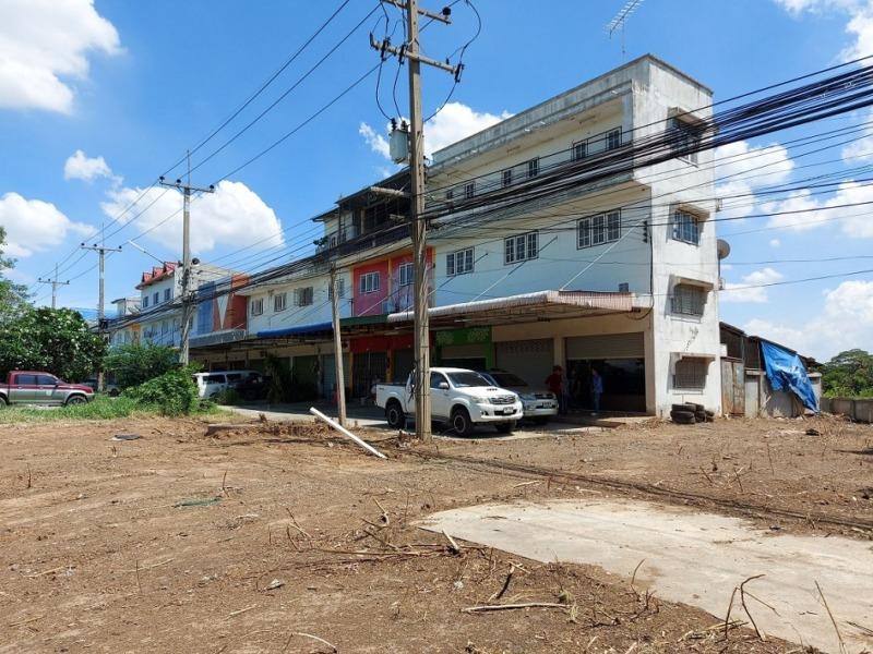 อาคารพาณิชย์ 3.5 ชั้น 3 คูหา ติดถนนสายเอเชีย ตำบลอินทร์บุรี อำเภออินทร์บุรี จังหวัดสิงห์บุรี อาคารพาณิชย์ 3.5 ชั้น 3 คูหา+ดาดฟ้า 50.3 วา