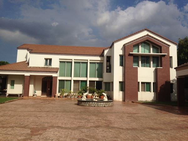 ขายคฤหาสน์หรู บ้าน 2 ชั้น 600 ตารางวา ซอยเฉลิมพระเกียรติ ร.๙ ซอย 7 ซอยทะลุหลังห้างพาราไดซ์
