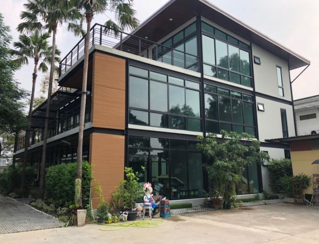 อาคารสำนักงาน 1,500 ตรม ลาซาล 41