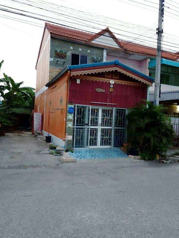 ขายถูกๆ ทาวน์เฮ้าส์ 2 ชั้น หมู่บ้านอมรทรัพย์ วังน้อย 16 ตร.ว. 2 ห้องนอน 2 ห้องน้ำ