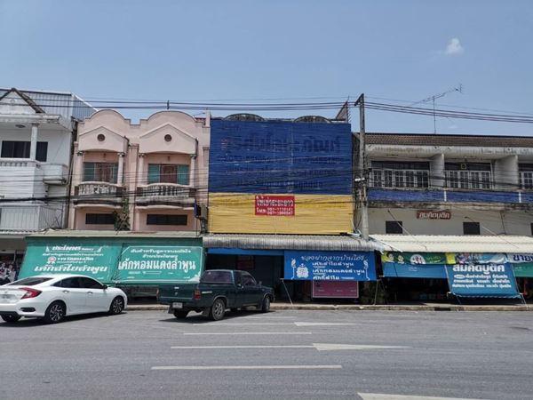 ขายอาคารพาณิชย์ 2 ชั้นครึ่ง คูหา ติดถนน 4 เลนส์ ลำพูน-ลี้ (ข้างตลาดไชยวานิช) ต.บ้านโฮ่ง อ.บ้านโฮ่ง จ.ลำพูน ขาย 6.5 ล้าน