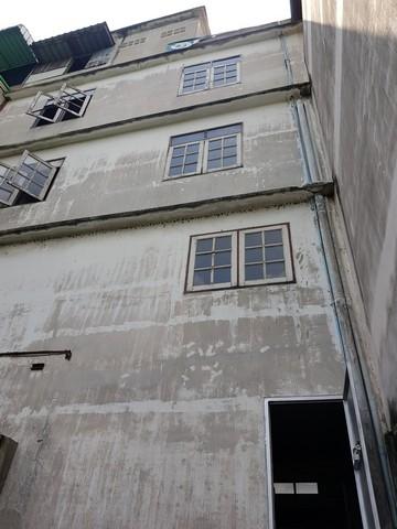 ตึกแถว ถนนร่มเกล้า ใกล้สนามบินสุวรรณภูมิ และสถานีแอร์พอร์ทลิงค์ มี 3 ชั้น บนที่ดิน 18 ตารางวา ทำเลทองมากๆ