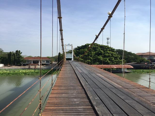 ขายที่ดินทำเลทอง ติดแม่น้ำติดถนน ใกล้ตลาดน้ำลำพญา  9ไร่ 3งาน 24วา ไร่ละ 3 ล้าน  ทำเลสวยบรรยากาศดีมาก