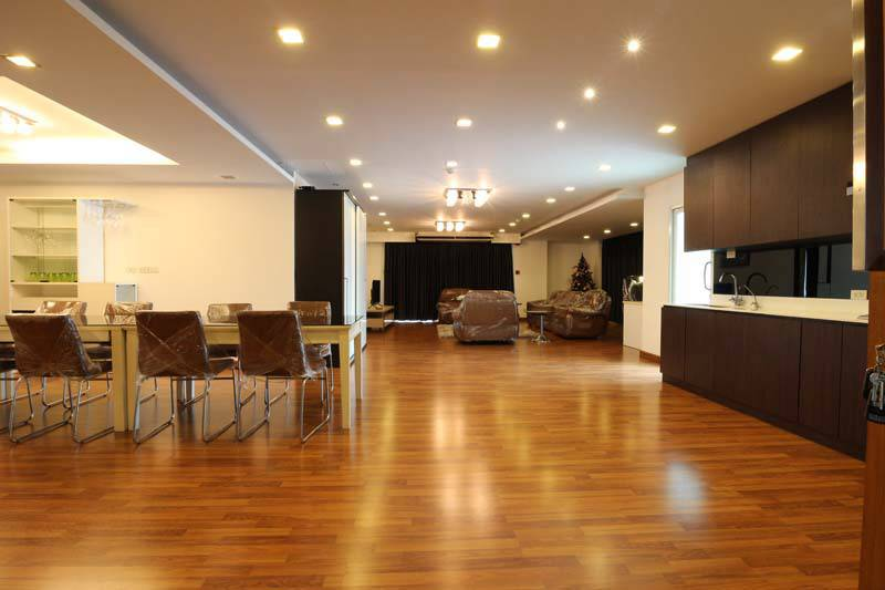 For rent condo near to BTS Wongwian Yai 200 sqm 2 beds 2 baths. Fully furnished.