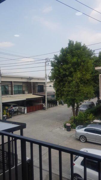 出售帶有租戶的2層聯排別墅,價格為10,000 -12,000泰銖。