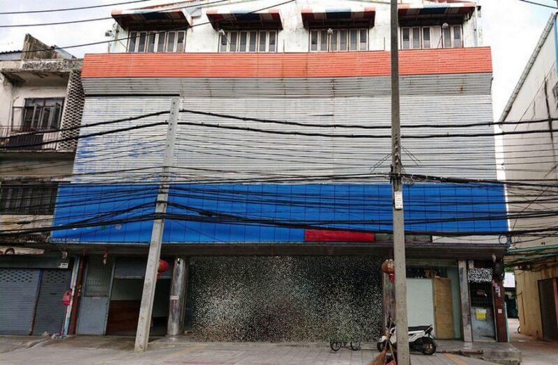 ตึกแถว 4 คูหาติดกัน พร้อมที่ดิน 240 ตร.วา ติดถนนจรัญสนิทวงศ์ ติดรถไฟฟ้า MRT บางยี่ขัน ใกล้แยกปิ่นเกล้า ทำเลดี