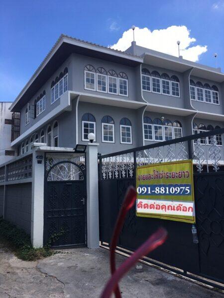 ขายที่ดิน+สิ่งปลูกสร้าง 119 ตรว. 3 ชั้น ถนนจรัญสนิทวงศ์ ซอย65 (ถ.สิริณธร1) เหมาะทำอพาร์ตเมนท์ หอพัก ติดต่อ091-8810975