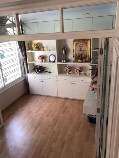 ให้เช่าทาวน์โฮม3ชั้น บ้านกลางเมืองลาดปลาเค้า 79 เนื้อที่ 20 ตรว มี 3ห้องนอน 3ห้องน้ำ มีเฟอร์นิเจอร์ ค่าเช่า 27,000 บาท ใกล้เซ็นทรัลรามอินทรา ถนนเลียบด่วน ทางด่วน