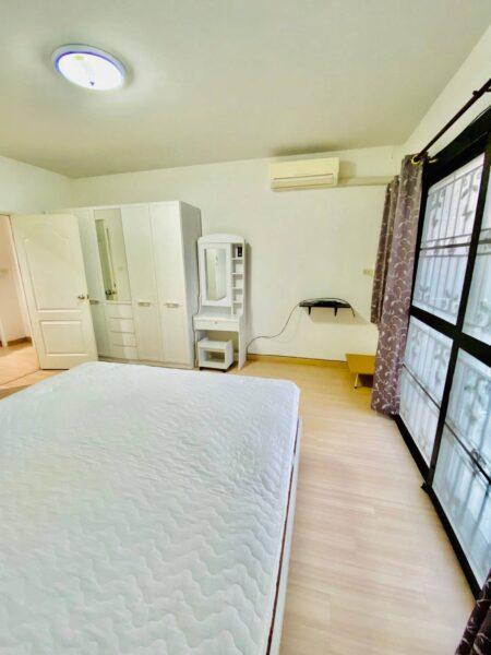 สวยจัด !!!มาซื้อมาเช่าด่วน บ้านสวย ใกล้ โรบินสัน ดอนหัวฬ่อ ชลบุรี และขายด่วน ทาวน์เฮ้าส์. 2 ชั้น 🏠 แถวนั้น 2 ล้านอัพ ยังไม่สวยเท่านี้เลยจ้า  (2 ห้องนอน 2 ห้องน้ำ 1 ห้องครัว จอดรถได้ 1 คัน)  หมู่บ้านภัสลดา ราคา 1.89 พร้อมโอน บ้านสภาพดี ไม่โทรม