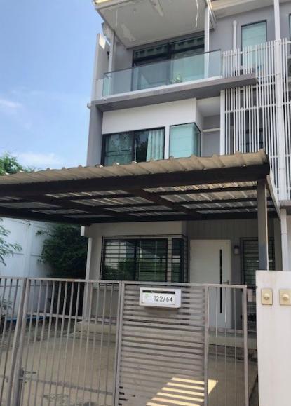 B737ให้เช่าทาวน์โฮม3ชั้น โครงการบ้านใหม่ ซอยพุทธบูชา36 แปลงมุม เนื้อที่ 28 ตรว มี 3ห้องนอน3ห้องน้ำ  ค่าเช่า 17,000 บาทมีเฟอร์ พร้อมอยู่