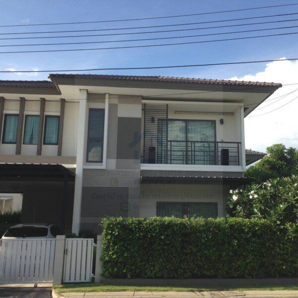 ขายบ้านเดี่ยว ฮาบิเทีย วัชรพล หลังมุม ตกแต่งภายในสไตล์ Loft / Modern บ้านสวยบรรยากาศร่มรื่น