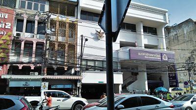 Rent smaller space 40 sqm. closed Main Road BTS Udomsuk