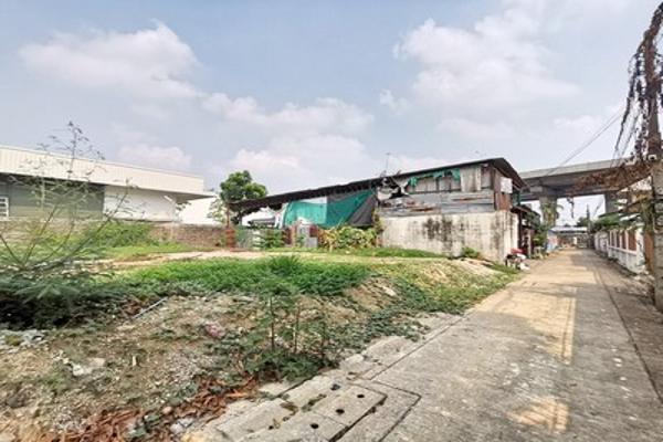 ขาย ที่ดิน  ซอยบรมราชชนนี 28 99 ตร.วา เข้าซอยเพียง 200 เมตร ที่ดินถมแล้วแปลงสี่เหลี่ยมสวย เหมาะปลูกบ้าน