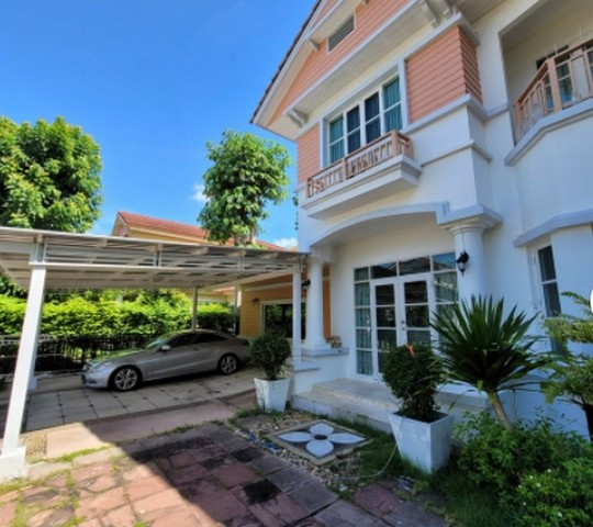 ให้เช่าบ้านเดี่ยว 2 ชั้น หมู่บ้านนันทวัน ศรีนครินทร์ มี 5 ห้องนอน 3 ห้องน้ำ เนื้อที่ 125 ตรว ใกล้ โรงเรียนนานาชาติ Bangkok Patana Singapore School ค่าเช่า 65,000 บาท