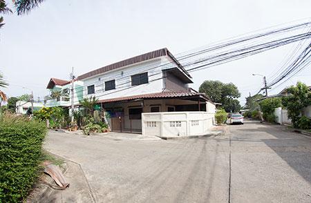 ต้องการให้เช่าบ้าน 2 ชั้นหลังมุม ซอยวิภาวดี25 ทุ่งสองห้อง หลักสี่ กรุงเทพ สนใจติดต่อ Line id : araya1928