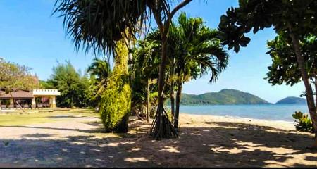 ขาย รีสอร์ทจันทบุรี หาดเจ้าหลาว ติดทะเล 15ไร่ 0830892289