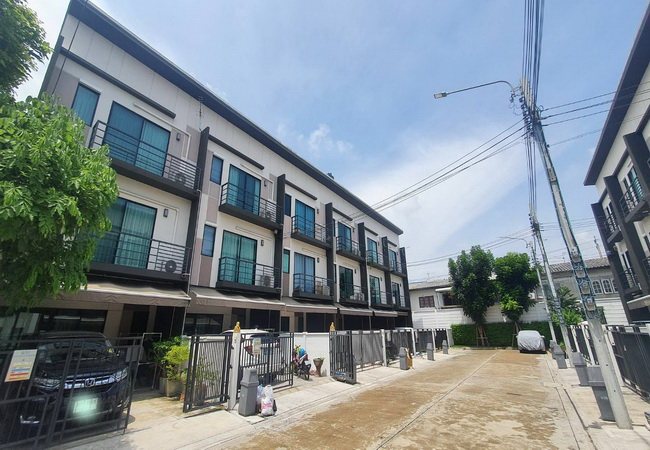 ขาย ทาวน์เฮ้าส์ บ้านกลางเมือง พหลโยธิน 50 เทพรักษ์ ถนนพหลโยธิน เขตสายไหม กรุงเทพมหานคร