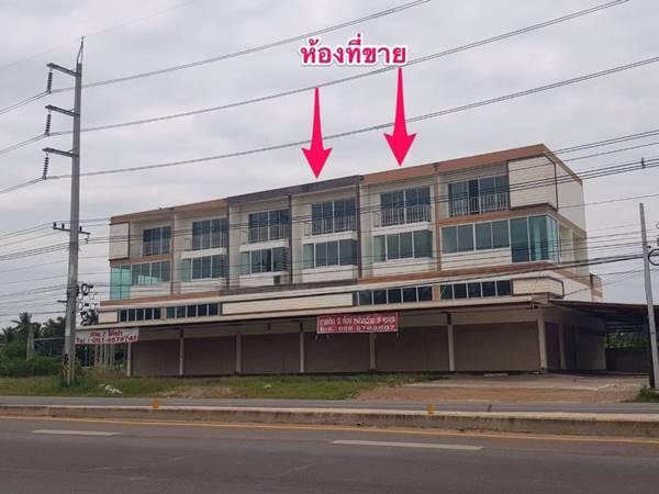ขายด่วน.. อาคารพาณิชย์ 3 ชั้นครึ่ง 2 ห้อง ทำเลสวย ริมถนนใหญ่ ถ.สมุทรสงคราม-บางแพ ต.ขุนพิทักษ์ อ.ดำเนินสะดวก จ.ราชบุรี โทร : 081-6399324 Line : 0816399324