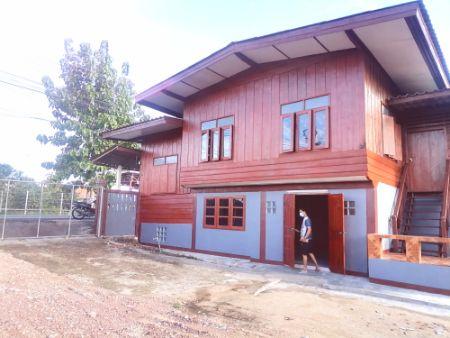 ขาย บ้านเดี่ยว ค้าขายได้ หลังใหญ่ปูด้วยไม้สักทั้งหลัง บ้าน2ชั้นครึ่งปูนครึ่งไม้สัก 200 ตรม. 1 งาน 57 ตร.วา ฟรีค่าโอนกรรมสิทธิ์