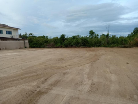 ขาย ที่ดิน 1 ไร่ ซอยชะอำ 31 ใกล้ถนนใหญ่ และชายหาด แปลงสี่เหลี่ยม เหมาะที่พัก รีสอร์ท หรือหมู่บ้าน