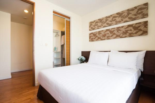 4 star hotel at Ratchada for rent, monthly rental for two bed room 79 sqm full service, rare price