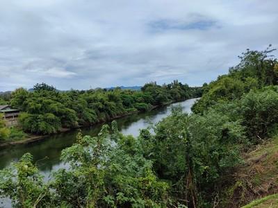 ขายที่ดินติดแม่น้ำ แควใหญ่ กาญจนบุรี 20 ไร่ บรรยากาศดี  เหมาะสร้างบ้าน ทำการเกษตร หรือซื้อเก็บไว้
